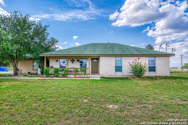 102 Ranch Country Dr, La Vernia, TX 78121 (MLS #1475043) :: Alexis Weigand Real Estate Group
