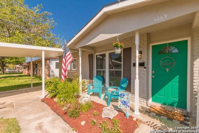 1069 Valley Forge Dr, Schertz, TX 78154 (MLS #1475439) :: Carolina Garcia Real Estate Group