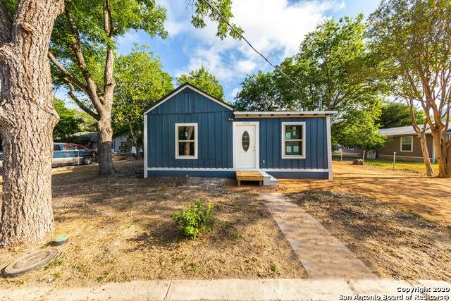 520 E Walnut St, Seguin, TX 78155 (MLS #1475718) :: Alexis Weigand Real Estate Group