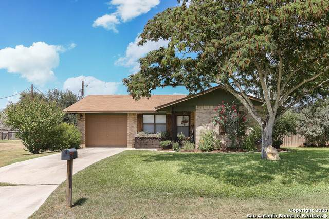 229 Blue Bonnet, Floresville, TX 78114 (MLS #1475997) :: Alexis Weigand Real Estate Group