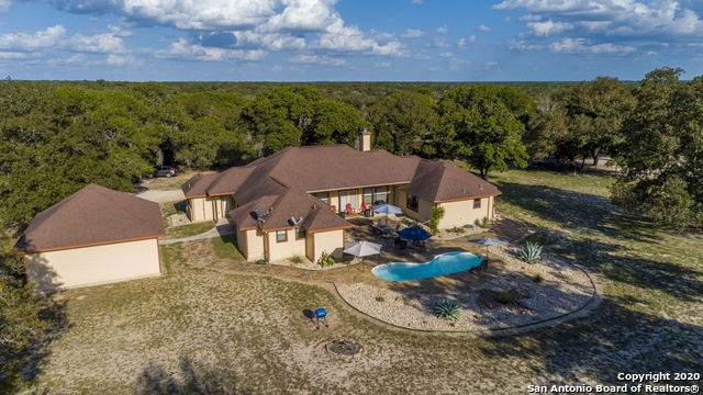 1526 Meadow Glen, Adkins, TX 78101 (#1476346) :: 10X Agent Real Estate Team
