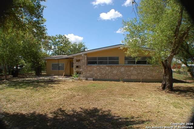 7621 Fm 327, Elmendorf, TX 78112 (#1476584) :: 10X Agent Real Estate Team