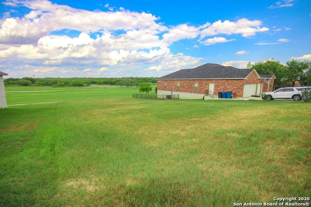 124 Grand View, Floresville, TX 78114 (MLS #1477627) :: BHGRE HomeCity San Antonio
