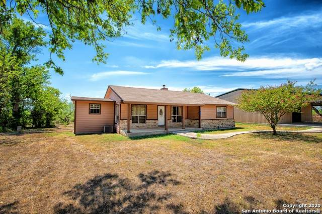 325 Private Road 5765, Devine, TX 78016 (MLS #1479899) :: The Real Estate Jesus Team