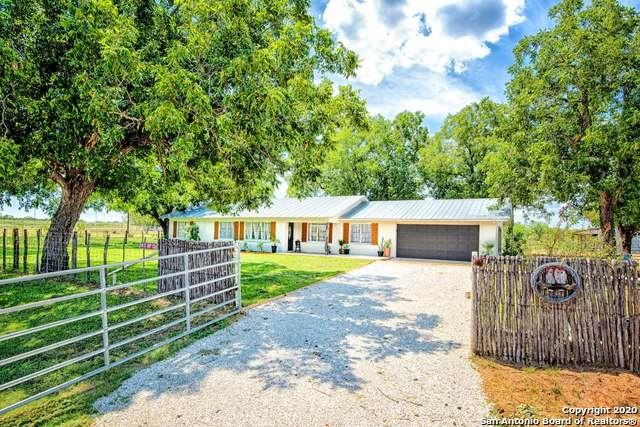 916 State Highway 132 S, Devine, TX 78016 (MLS #1480014) :: The Gradiz Group