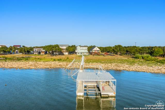 201 Hawk Ln, Brownwood, TX 76801 (#1481003) :: The Perry Henderson Group at Berkshire Hathaway Texas Realty