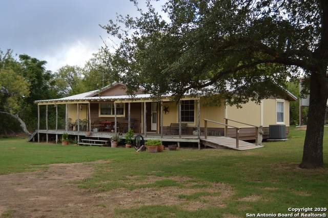 201 Private Road 6730, Devine, TX 78016 (MLS #1481593) :: ForSaleSanAntonioHomes.com