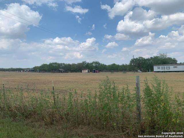 4539 Cr 221, Floresville, TX 78114 (MLS #1483134) :: The Castillo Group