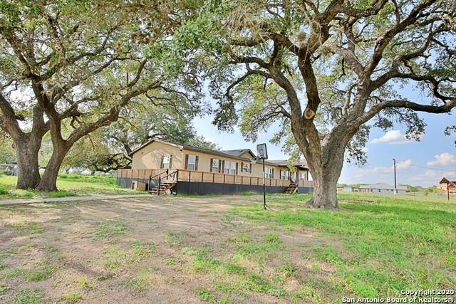 1089 County Road 7718, Devine, TX 78016 (MLS #1484118) :: The Gradiz Group