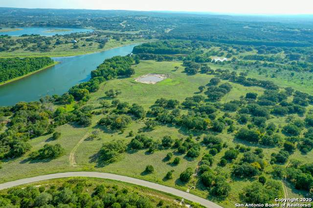 323 River Cliff Pl, Spring Branch, TX 78070 (#1484306) :: The Perry Henderson Group at Berkshire Hathaway Texas Realty