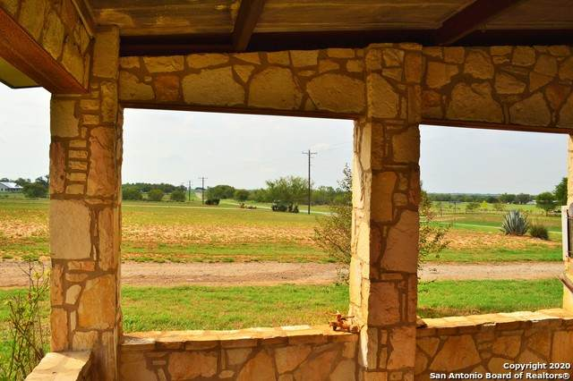 162 County Road 145, Floresville, TX 78114 (MLS #1484347) :: The Real Estate Jesus Team