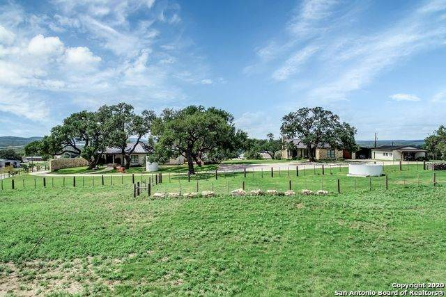 25 Shooting Club Rd, Boerne, TX 78006 (MLS #1484513) :: REsource Realty