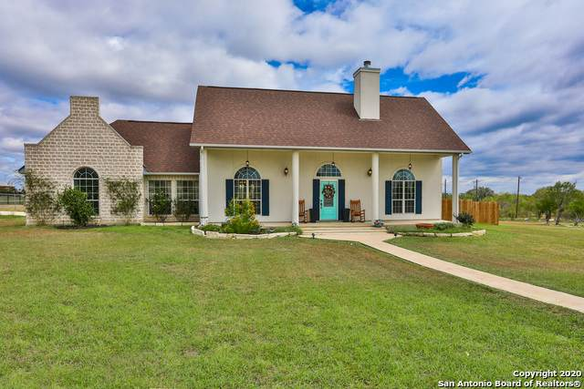 856 County Road 367, Hondo, TX 78861 (#1485266) :: The Perry Henderson Group at Berkshire Hathaway Texas Realty
