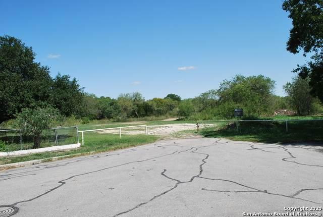 5800 Stoney Creek Dr, San Antonio, TX 78242 (MLS #1485562) :: Maverick