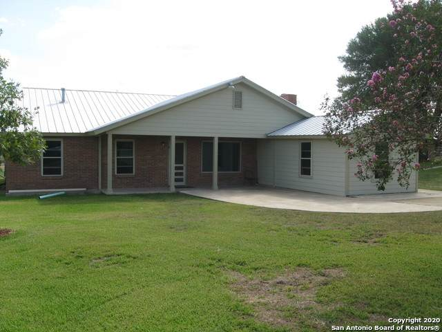264 W Cr 5719, Devine, TX 78016 (MLS #1485839) :: The Real Estate Jesus Team
