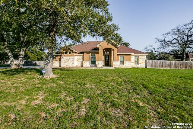 251 Abrego Lake Dr, Floresville, TX 78114 (MLS #1485845) :: Alexis Weigand Real Estate Group