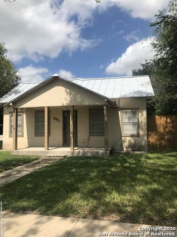 301 E Leroy St, Three Rivers, TX 78071 (MLS #1486045) :: The Gradiz Group