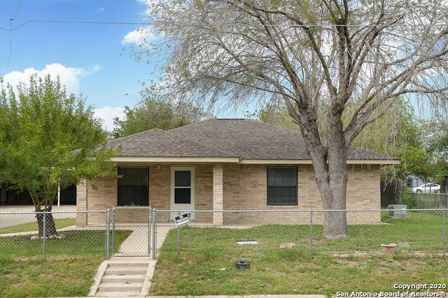 762 Avenue F, Poteet, TX 78065 (#1486447) :: The Perry Henderson Group at Berkshire Hathaway Texas Realty