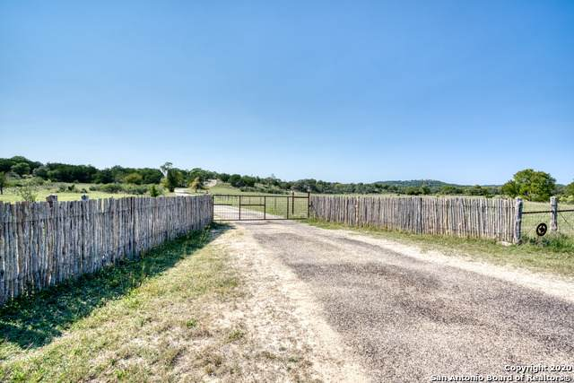 550 Bluff Creek Rd, Center Point, TX 78010 (MLS #1487176) :: REsource Realty