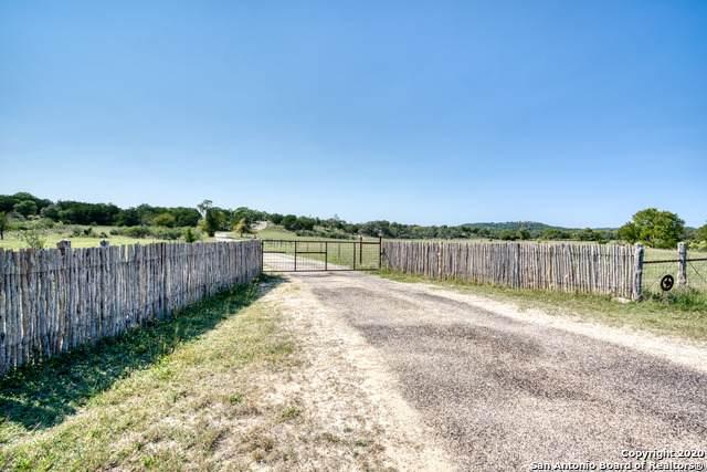 550 Bluff Creek Rd, Center Point, TX 78010 (MLS #1487176) :: Neal & Neal Team