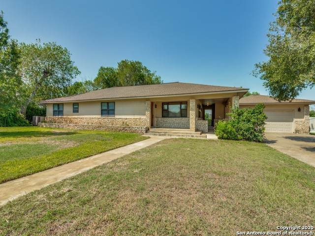 1309 Elm St, Jourdanton, TX 78026 (MLS #1487183) :: The Lugo Group