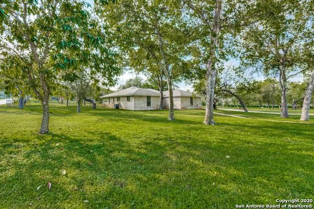 2408 B St, Floresville, TX 78114 (MLS #1487869) :: Neal & Neal Team