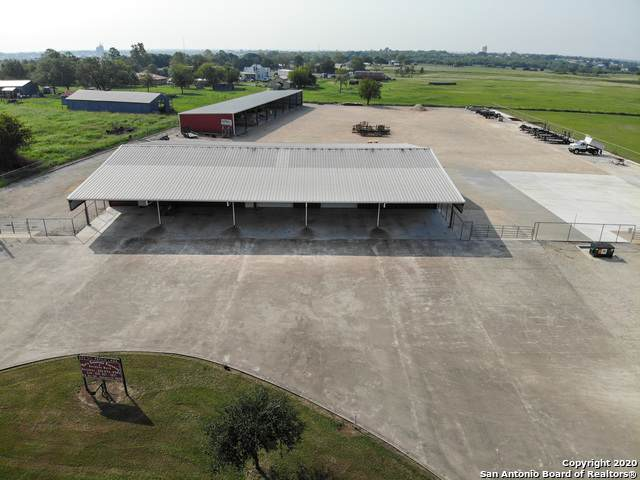 820 Oil Patch Ln, Gonzales, TX 78629 (MLS #1488351) :: Vivid Realty