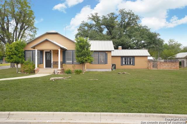 1212 30TH ST, Hondo, TX 78861 (MLS #1489457) :: Carolina Garcia Real Estate Group