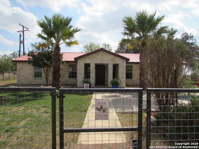315 County Road 761, Devine, TX 78016 (MLS #1489572) :: Carter Fine Homes - Keller Williams Heritage