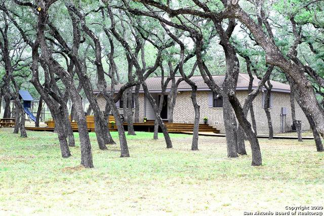 111 Oak Hollow, Floresville, TX 78114 (MLS #1490098) :: 2Halls Property Team | Berkshire Hathaway HomeServices PenFed Realty