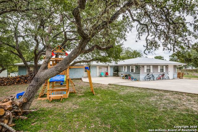 825 Horseshoe Track, Spring Branch, TX 78070 (MLS #1490690) :: Carolina Garcia Real Estate Group