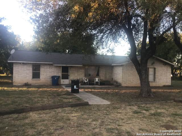 105 Flores Ct, Floresville, TX 78114 (MLS #1492217) :: The Glover Homes & Land Group