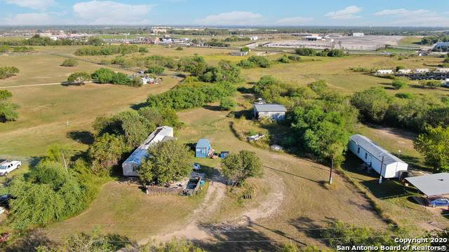 4405 S Flores Rd, Elmendorf, TX 78112 (MLS #1492292) :: REsource Realty