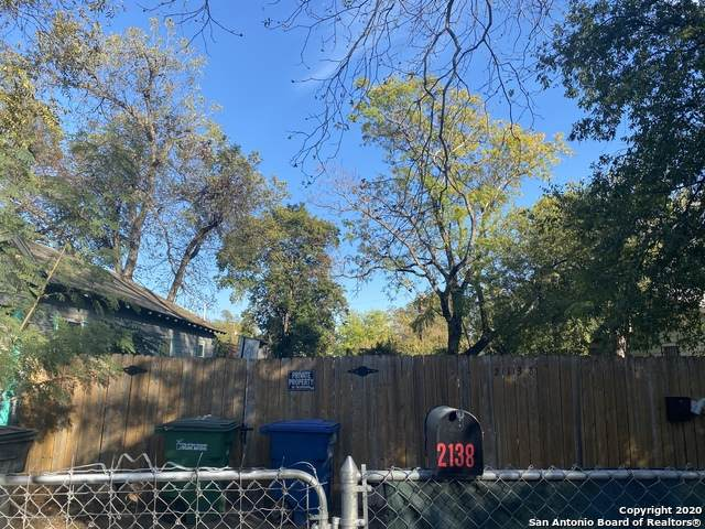 2138 S Trinity St, San Antonio, TX 78207 (MLS #1493260) :: Alexis Weigand Real Estate Group