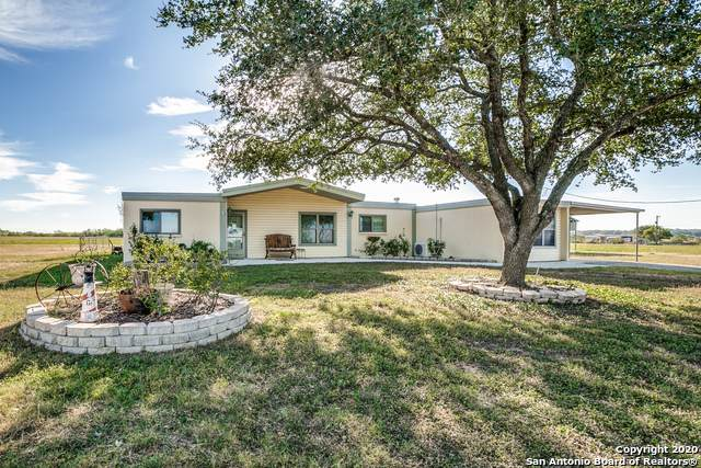 9690 Crow Ln., Adkins, TX 78101 (#1493492) :: The Perry Henderson Group at Berkshire Hathaway Texas Realty