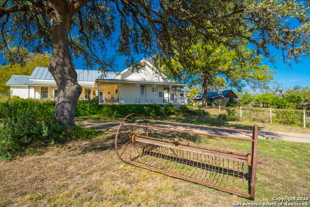 15 Old Comfort Rd, Comfort, TX 78013 (#1493940) :: The Perry Henderson Group at Berkshire Hathaway Texas Realty
