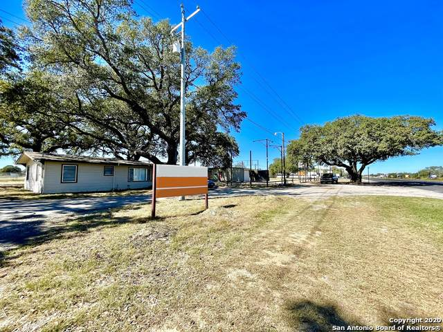 6591 Us-181 S, Floresville, TX 78114 (MLS #1494379) :: Santos and Sandberg