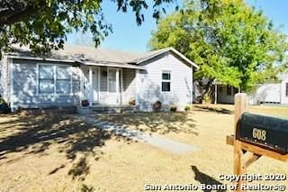 608 Howell Ave, Devine, TX 78016 (MLS #1495453) :: Carter Fine Homes - Keller Williams Heritage