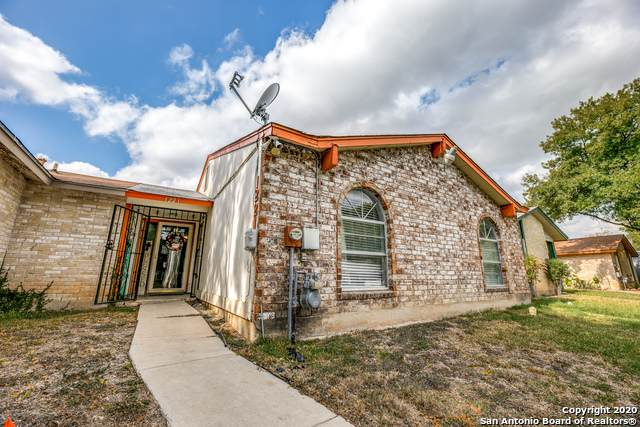 1221 Churing Dr, San Antonio, TX 78245 (MLS #1495462) :: Carolina Garcia Real Estate Group