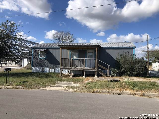 204 S Panna Maria Ave, Karnes City, TX 78118 (MLS #1495953) :: Sheri Bailey Realtor