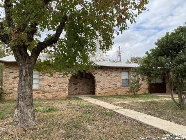 208 Simmons Ave, Jourdanton, TX 78026 (MLS #1496483) :: Keller Williams City View