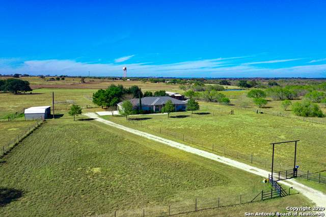 417 Hidden Ranch Ln, Floresville, TX 78114 (MLS #1496672) :: Vivid Realty