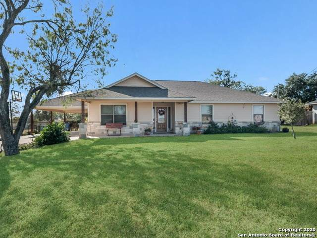 415 4th St, Floresville, TX 78114 (MLS #1497116) :: Real Estate by Design