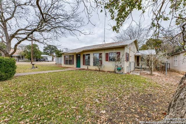 814 Hackberry St, Bandera, TX 78003 (MLS #1497375) :: Concierge Realty of SA