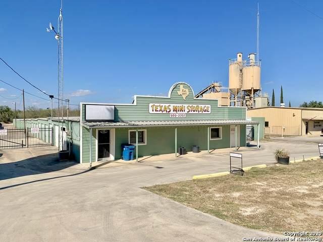 1722 W Oaklawn Rd, Pleasanton, TX 78064 (MLS #1497376) :: The Castillo Group