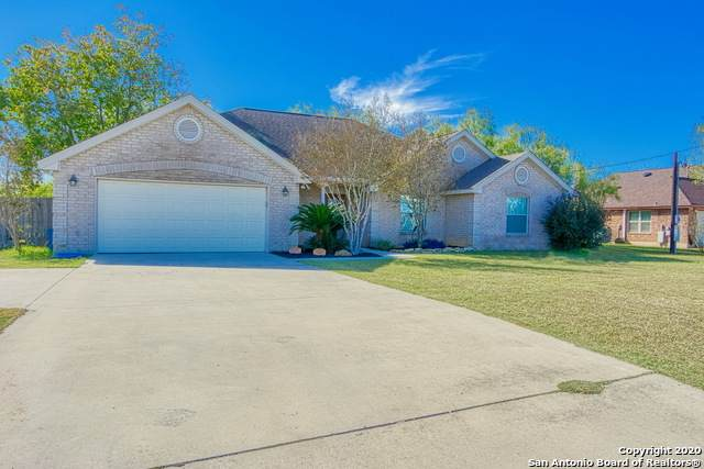 407 4TH ST, Floresville, TX 78114 (MLS #1497397) :: Real Estate by Design