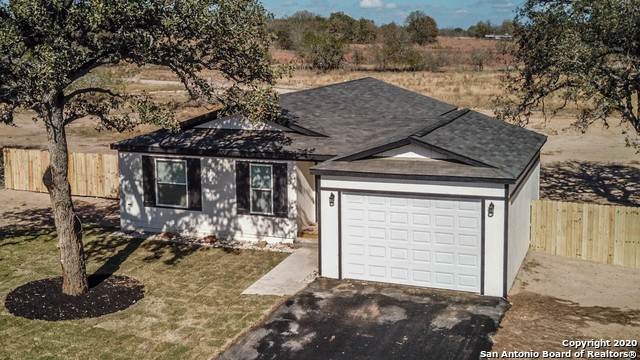 126 Cordell Oaks Blvd, Seguin, TX 78155 (MLS #1498702) :: Carolina Garcia Real Estate Group