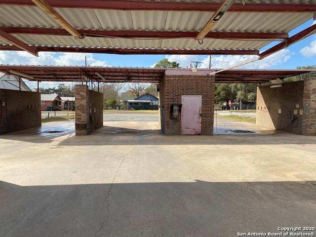 720 Market St, Pleasanton, TX 78064 (MLS #1501510) :: The Mullen Group | RE/MAX Access