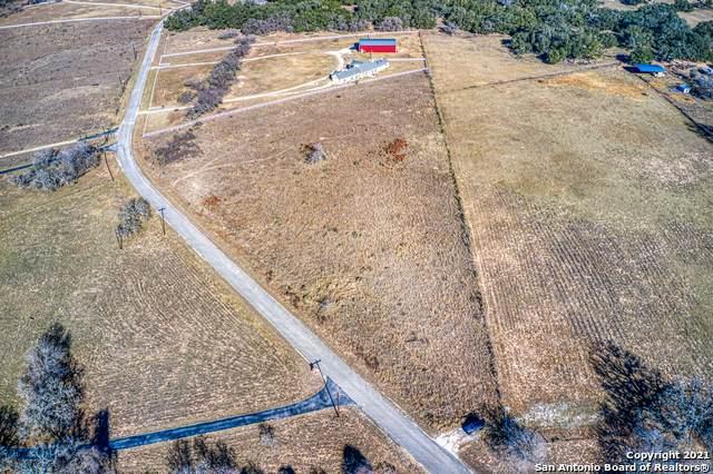 141 Whispering Oaks Dr, Adkins, TX 78101 (MLS #1502082) :: The Glover Homes & Land Group