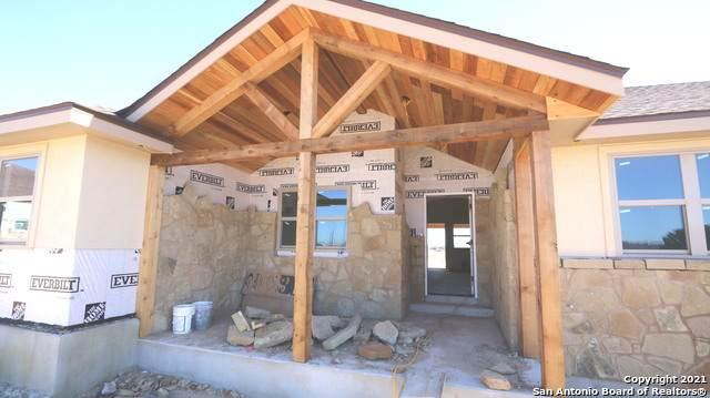 317 Honeysuckle Ln, La Vernia, TX 78121 (MLS #1502300) :: BHGRE HomeCity San Antonio